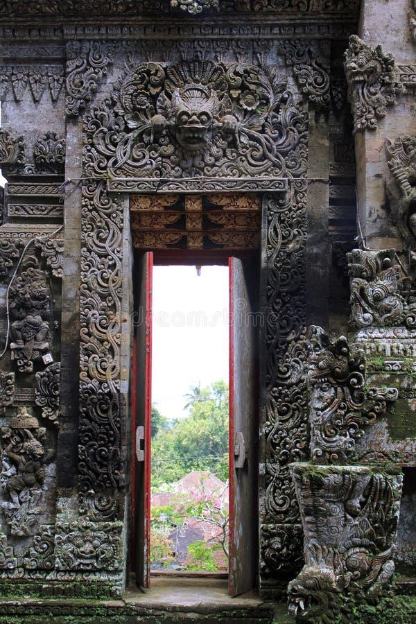 Dekoracyjnego kamienia drzwi Pura Kehen świątynia w Bali obrazy royalty free