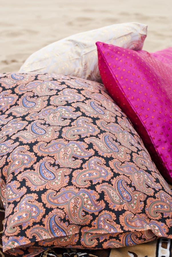 Dekoracyjnej poduszki naturalna tkanina Morocco przełaz obraz stock