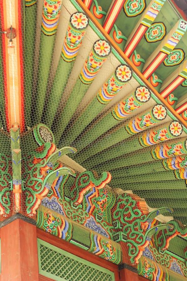 Dekoracyjni drewniani okapy w pałac, Południowy Korea zdjęcia royalty free