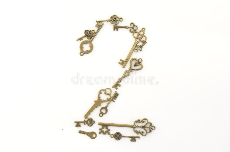 Dekoracyjni klucze różni rozmiary, stylizowany antyk na białym tle Tworzy centerpiece numer dwa fotografia royalty free