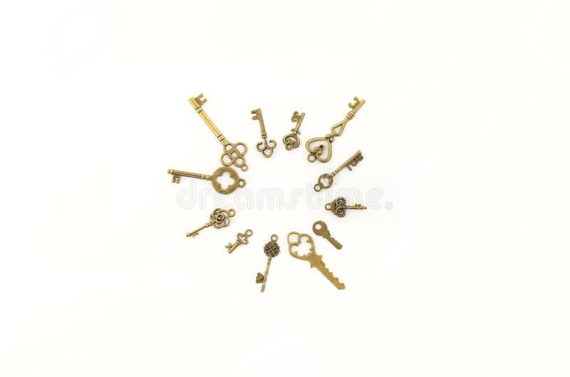 Dekoracyjni klucze różni rozmiary, stylizowany antyk na białym tle Tworzy centerpiece Okrąg, słońce obraz royalty free