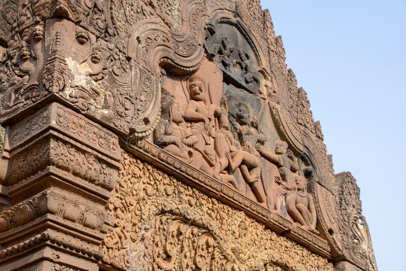 Dekoracyjni lintels w rekonstruować ruinach ornately rzeźbiący 10t zdjęcie stock
