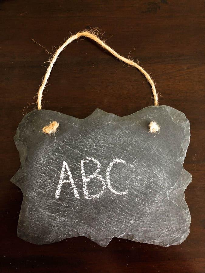 Dekoracyjny Chalkboard z ABC literował na Drewnianym tle fotografia stock