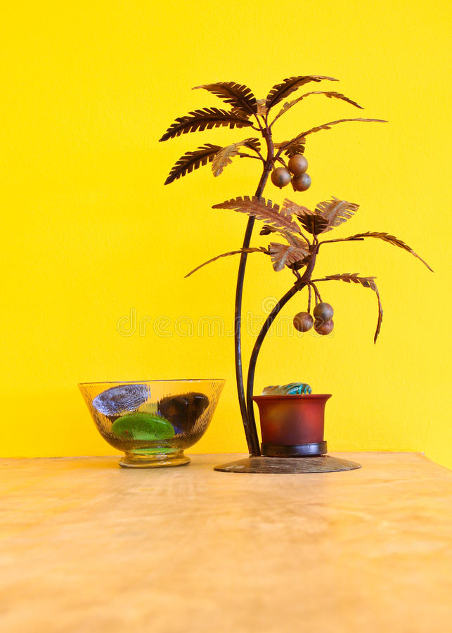 dekoracyjny drzewa ściany kolor żółty zdjęcie stock
