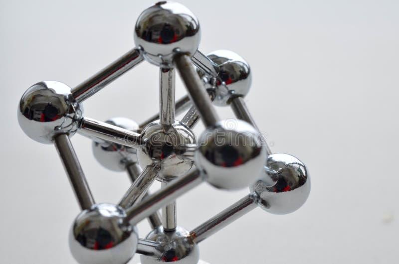 Dekoracyjny model żelazna molekuła robić stal nierdzewna fotografia royalty free
