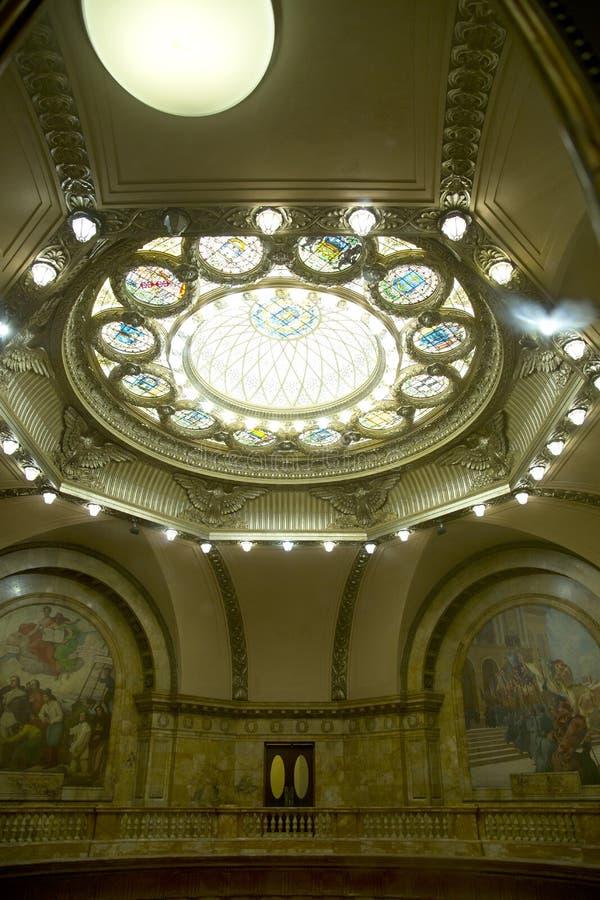 Dekoracyjny sufit w Mszalnym stanu domu fotografia royalty free
