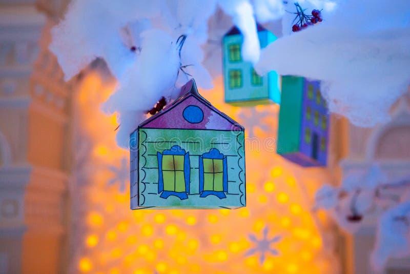 Dekoration in Form eines Hauses eigenhändig gemacht für das neue Jahr stockfoto