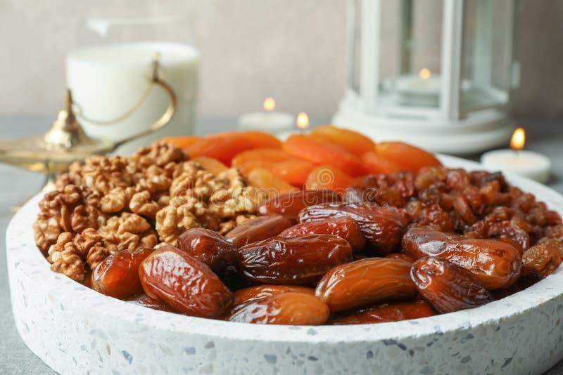 Dekoration und Nahrung von Ramadan Kareem-Feiertag stockfotografie