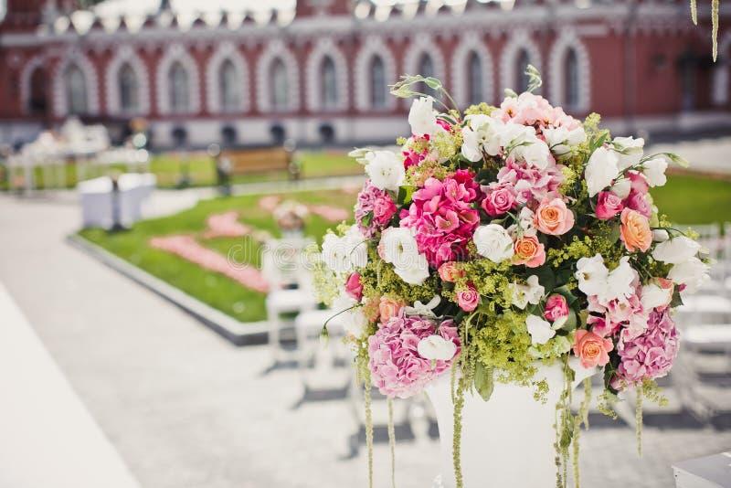 Dekoration von Hochzeitsblumen stockfotografie