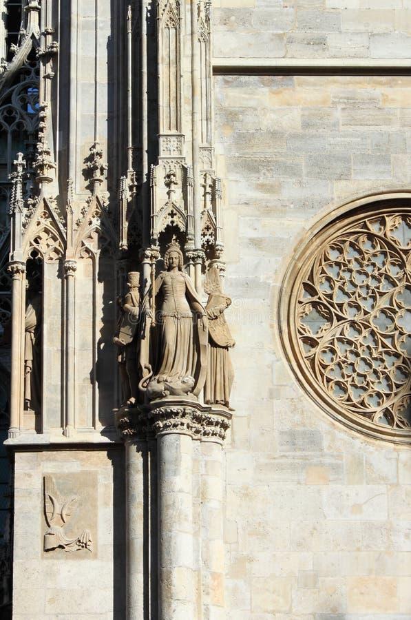 Dekorationen auf St. Stephen Cathedral lizenzfreie stockfotografie
