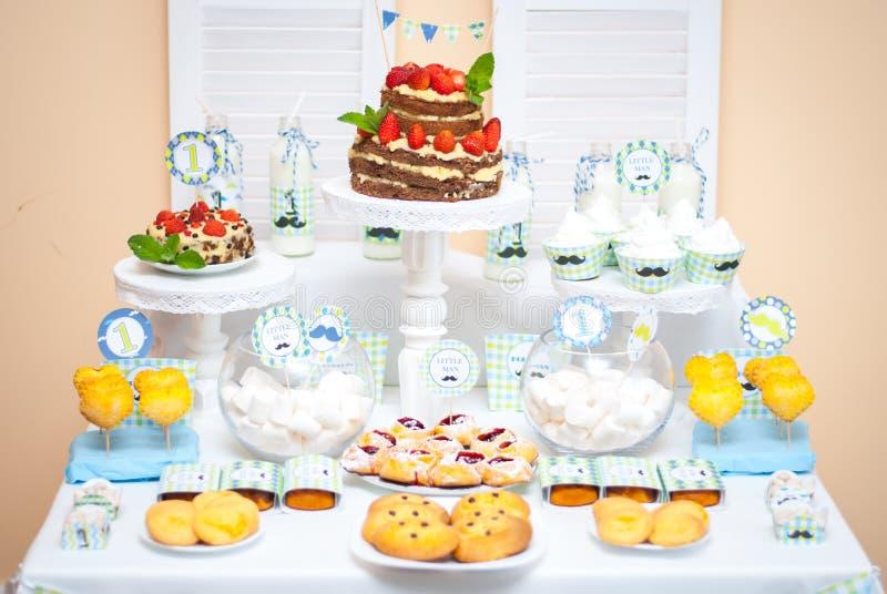 Dekorationen für den Geburtstag der Kinder stockbilder