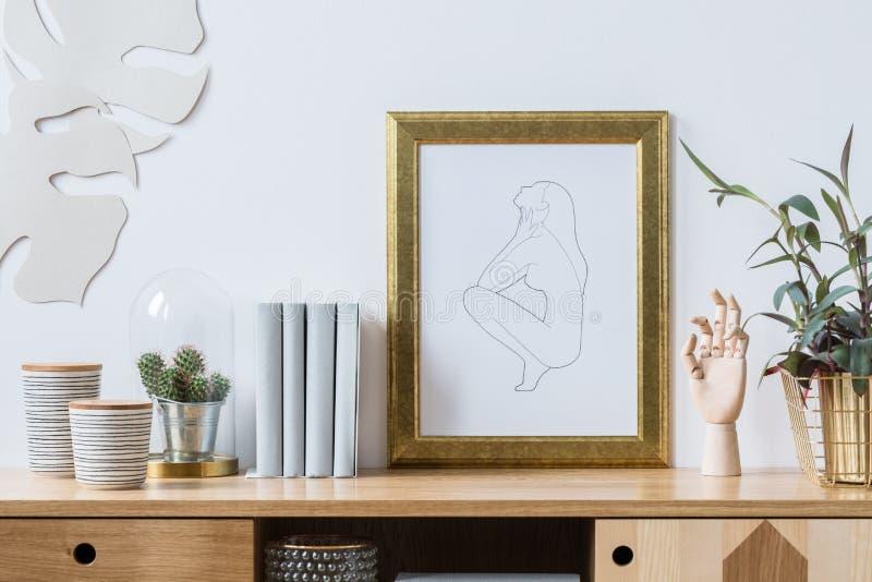 Dekorationen für modischen weißen Innenraum stockfotos