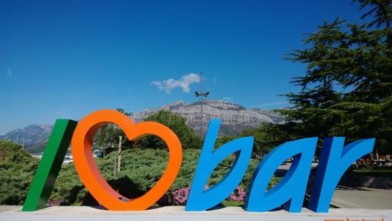 Dekorativ bokstäver för turist` älskar jag stång` på havskusten i staden av stången i Montenegro royaltyfri fotografi