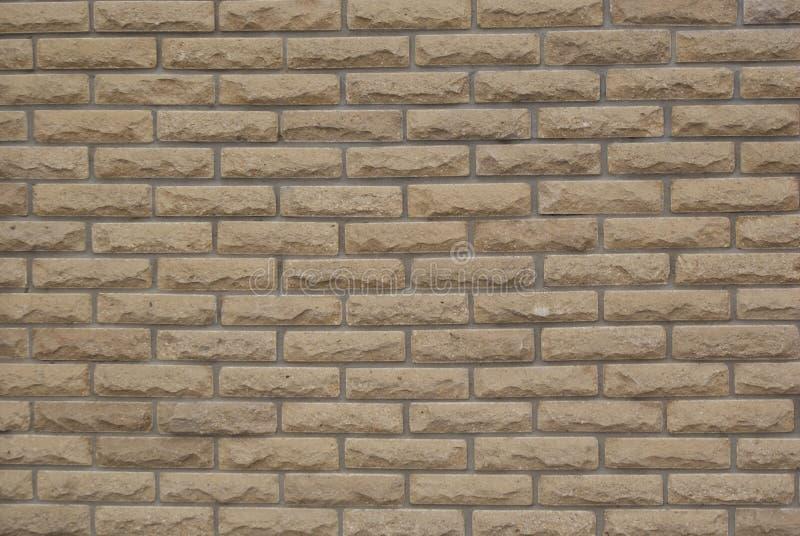 Dekorativ vägg för tegelsten för bakgrundstexturockra royaltyfri bild