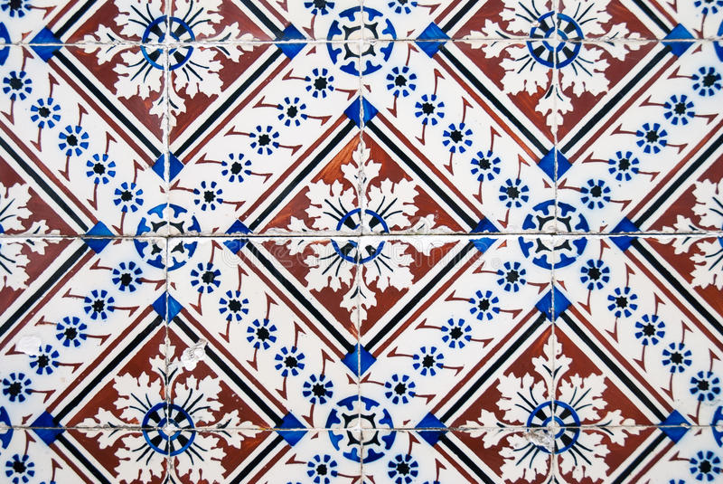 Dekorativa gamla typiska tegelplattor arkivfoto