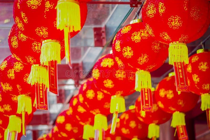 Dekorativa lyktor spridda runt om kineskvarteret, Singapore Nytt år för Kina ` s År av hunden Foto som tas i den Kina staden fotografering för bildbyråer