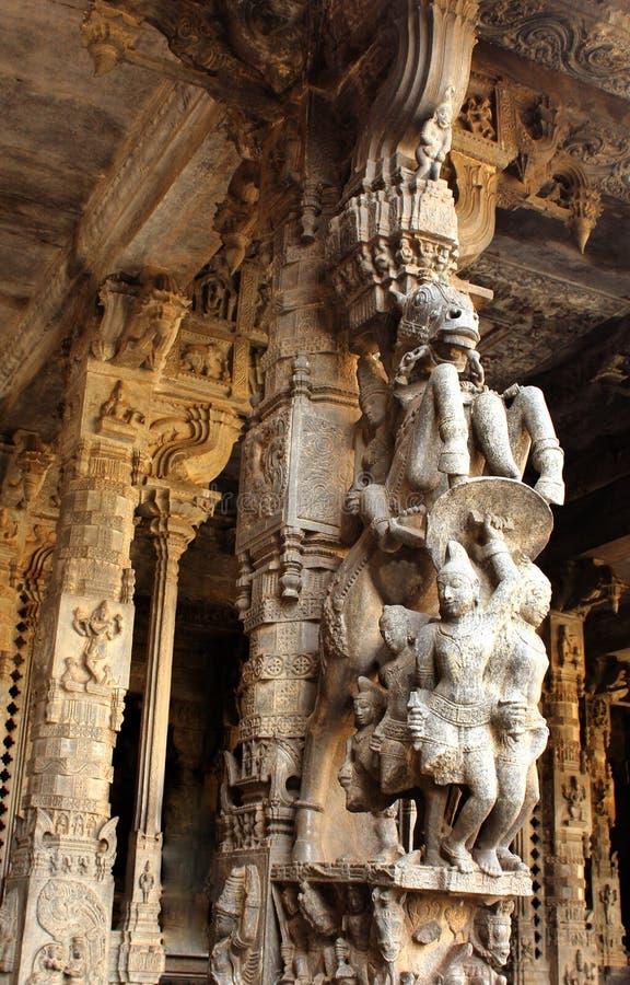 Dekorativa stenpelare av den Jalakandeswarar templet royaltyfri fotografi