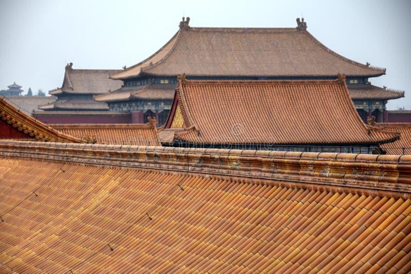 Dekorativa tak av forntida paviljonger i Forbidden City i Peking, Kina arkivbild
