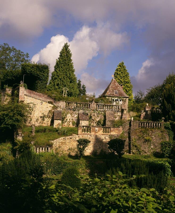 Dekorativa trädgårdar, Gerberoy, Brittany, Frankrike royaltyfri bild
