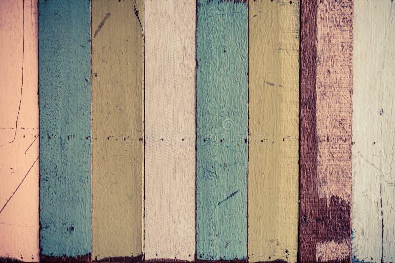 Dekorative bunte hölzerne Wand als Hintergrund lizenzfreies stockbild