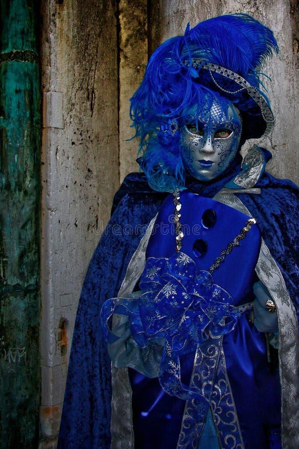 dekorative Karnevalsmaske auf Schwarzem lizenzfreies stockfoto