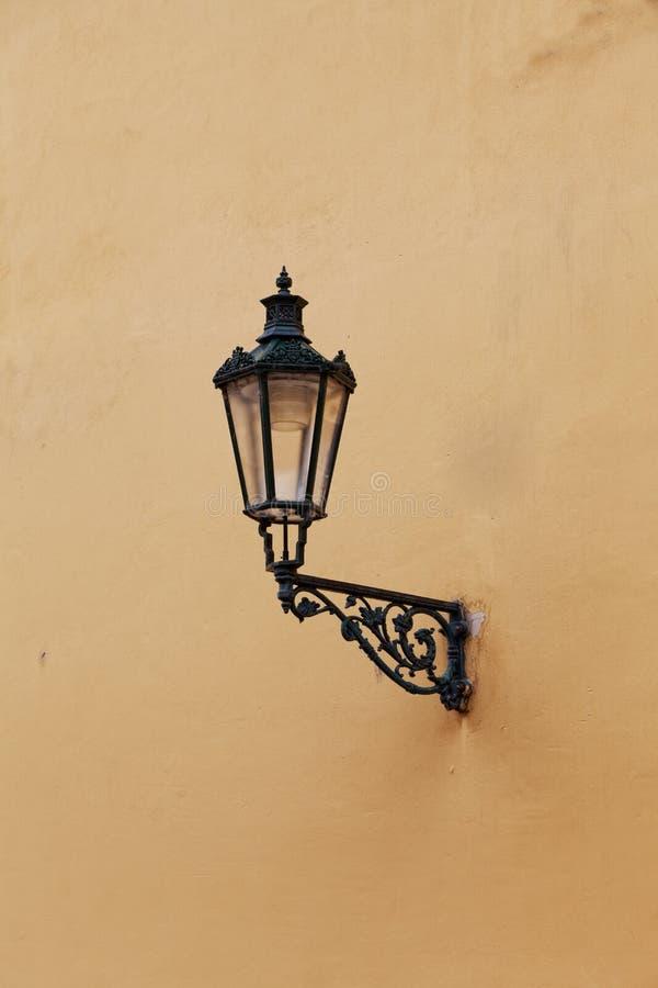 Download Dekorative Lampe stockbild. Bild von lampe, straße, tageslicht - 27729331