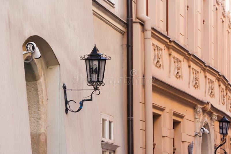 Dekorative Lampe der Weinlese auf Stoff Hall Sukiennice in Krakau, Polen stockbild