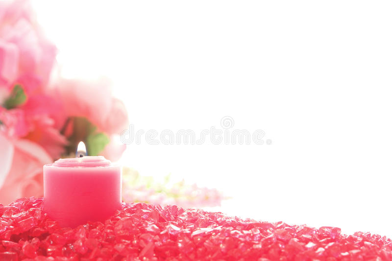 Dekorative rosafarbene Votive Kerze auf Pastellkristall stockfotografie