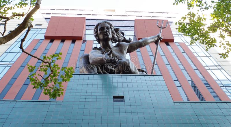Dekorative Statue auf Regierungs-Gebäude, Portland, Oregon stockbild