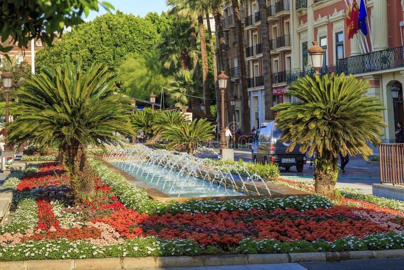 Dekorativer Brunnen auf der Piazza de la Glorieta de Spanien, Murcia lizenzfreies stockfoto