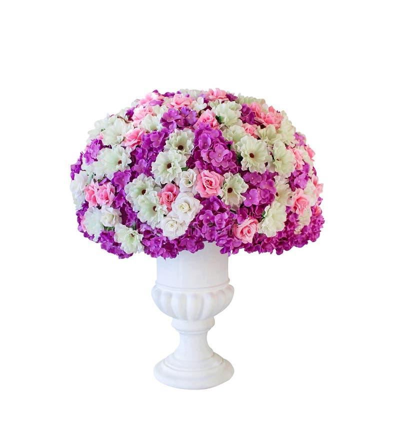 Dekorativer bunter mehrfarbiger Blumenblumenstrauß im großen Topf lokalisiert auf weißem Hintergrund lizenzfreies stockbild