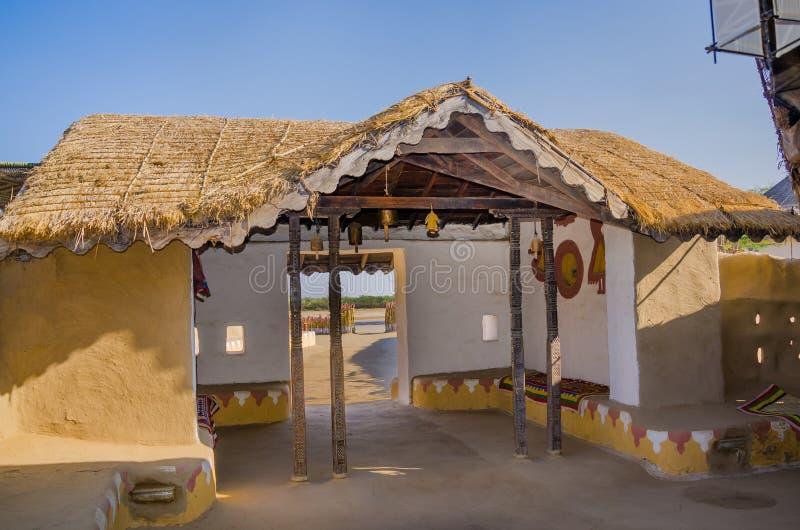 Dekorativer Eingang des Hauses in Kutch, Gujarat, Indien lizenzfreies stockfoto