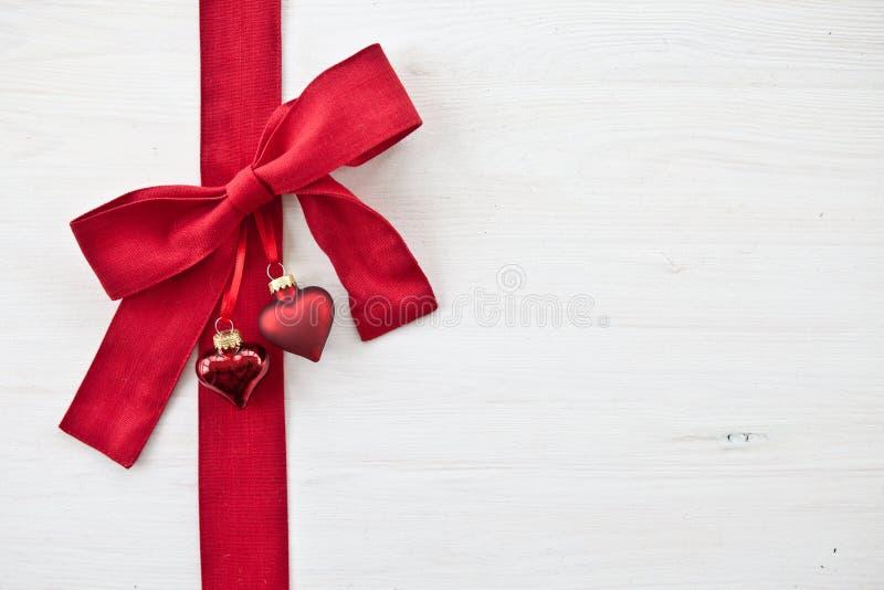 Dekorativer Hintergrund mit Weihnachtsverzierungen stockfotos