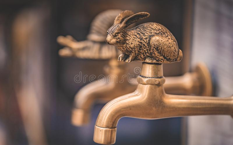 Dekorativer Messingkaninchen-Wasser-Hahn lizenzfreies stockbild