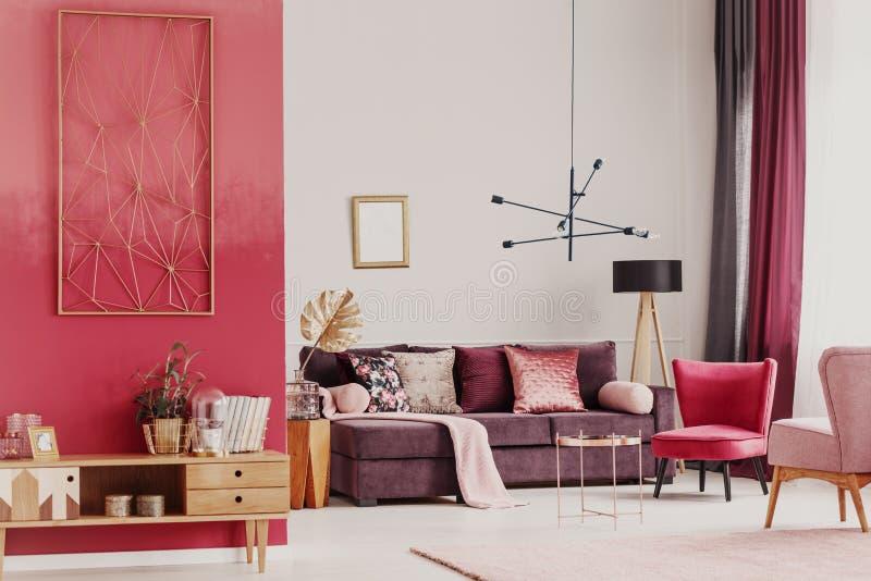 Dekorativer Wohnzimmerinnenraum lizenzfreies stockbild