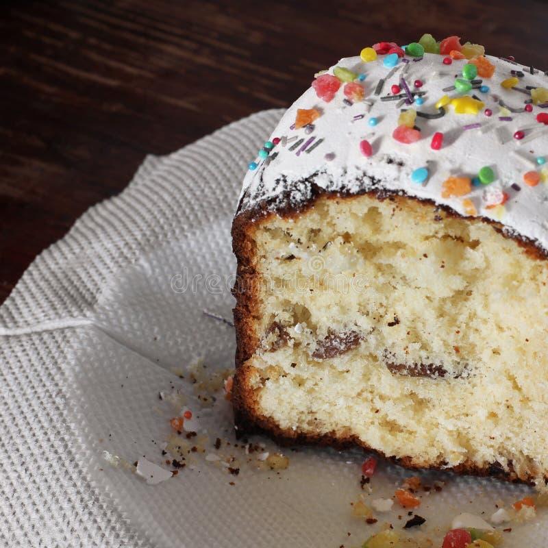 Dekoratives Brot der Tradition Festliches Brot Weiße Fudge-Torte stockfoto