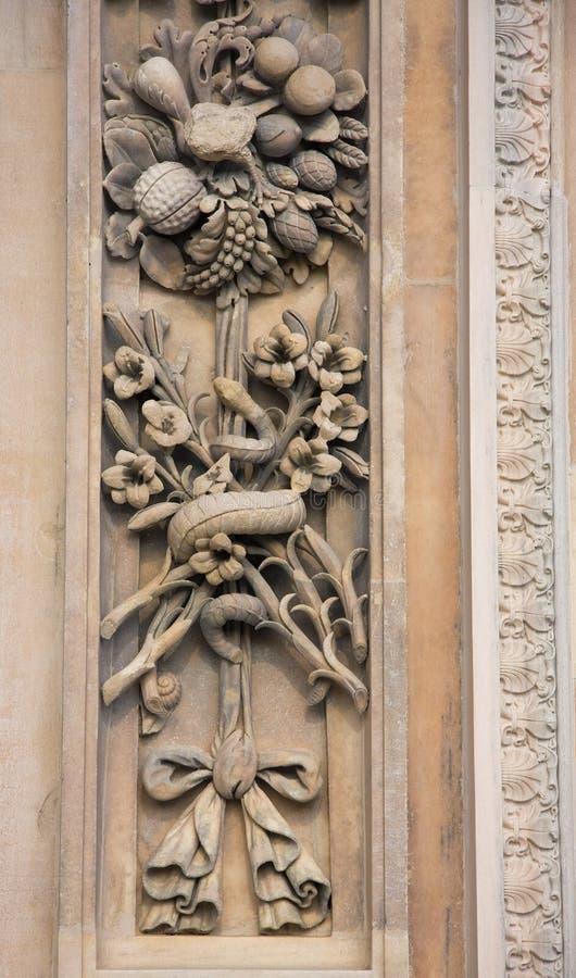 Dekoratives Motiv auf Kathedrale in Mailand lizenzfreies stockbild