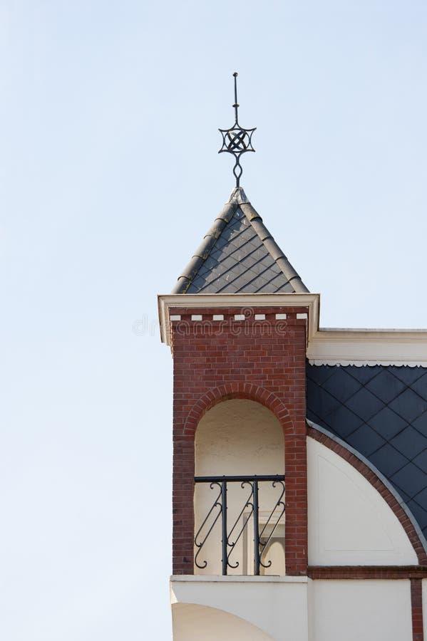 Dekorativt alkovöverkanthörn av huset royaltyfri foto