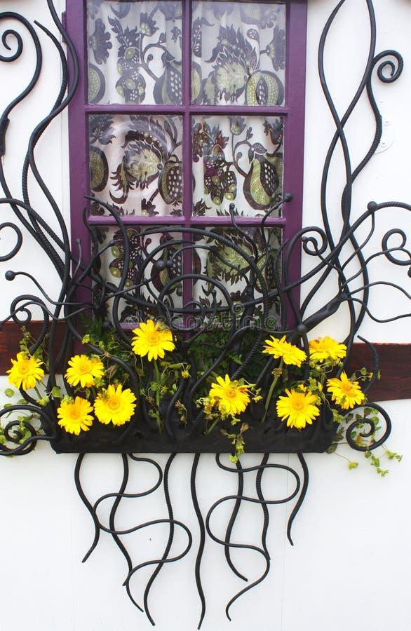 dekorativt fönster arkivbild