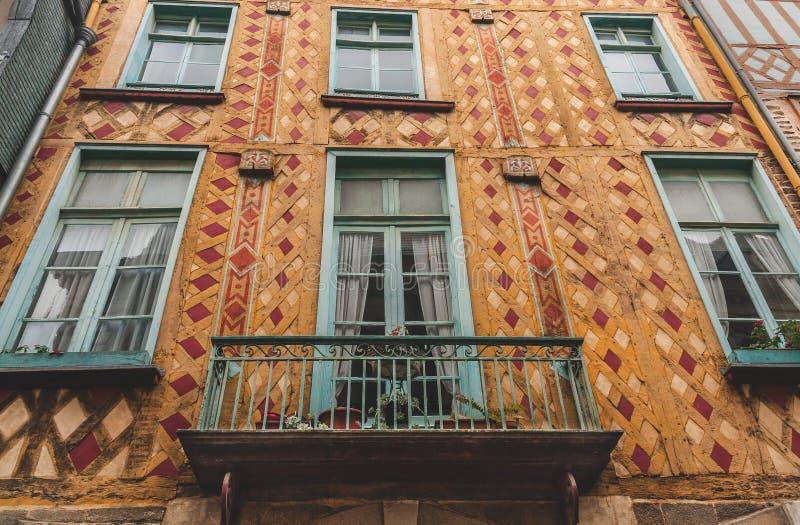 Dekorerad fasad av det korsvirkes- huset fotografering för bildbyråer