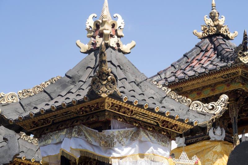 Download Dekorerad Hinduisk Tempel, Nusa Penida, Indonesien Fotografering för Bildbyråer - Bild av ferie, kvinna: 76700629