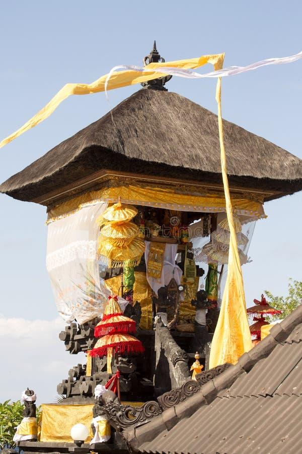 Download Dekorerad Hinduisk Tempel, Nusa Penida, Indonesien Arkivfoto - Bild av härlig, dekorerat: 76701564