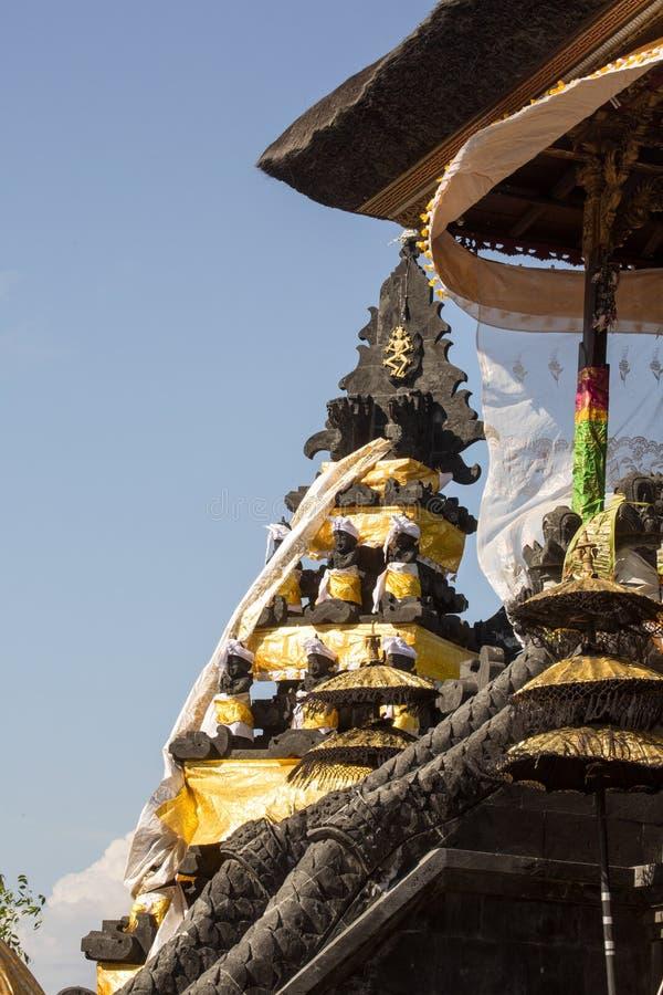 Download Dekorerad Hinduisk Tempel, Nusa Penida, Indonesien Fotografering för Bildbyråer - Bild av paraply, tempel: 76701649