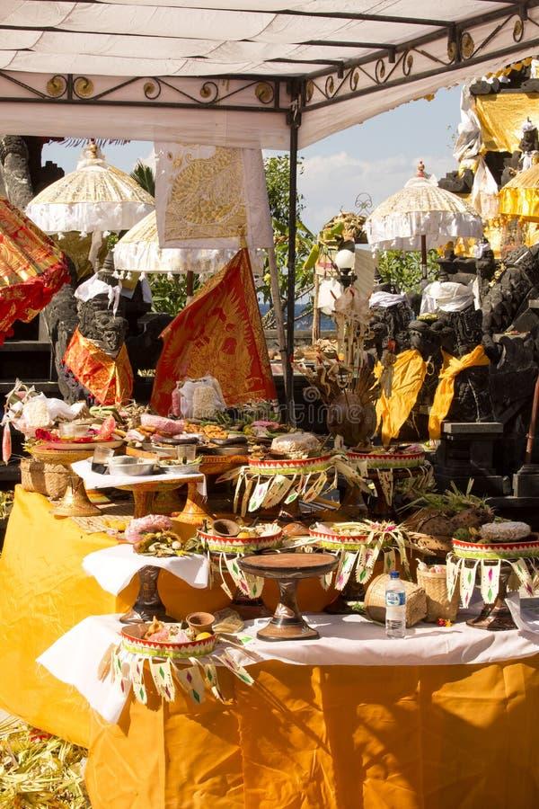Download Dekorerad Hinduisk Tempel, Nusa Penida, Indonesien Redaktionell Arkivfoto - Bild av hans, mytiskt: 76701733