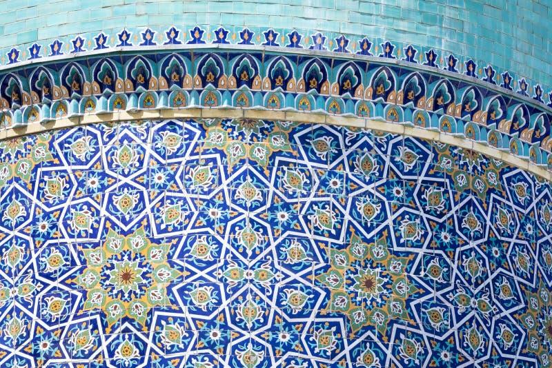 Dekorerad kupol på Barak Khan madrasah Hast Imam Square Hazrati fotografering för bildbyråer