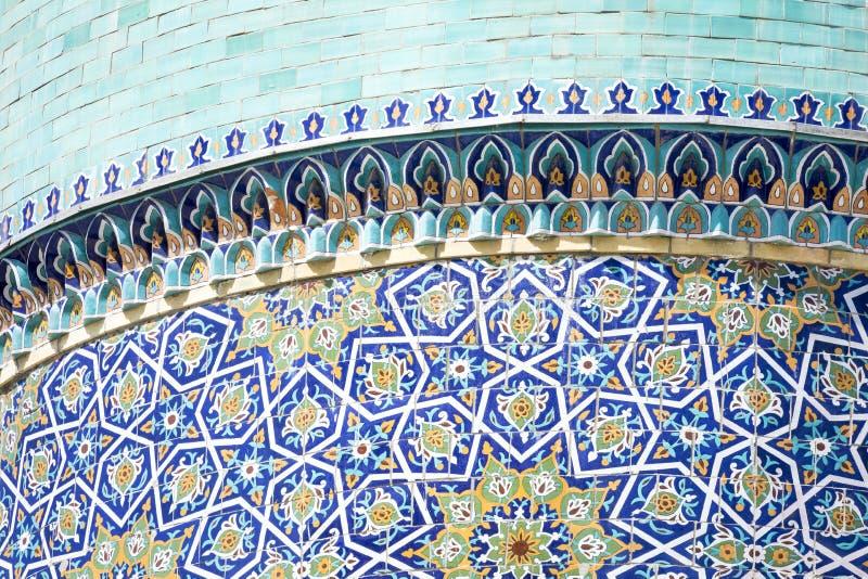 Dekorerad kupol på Barak Khan madrasah Hast Imam Square Hazrati arkivbild