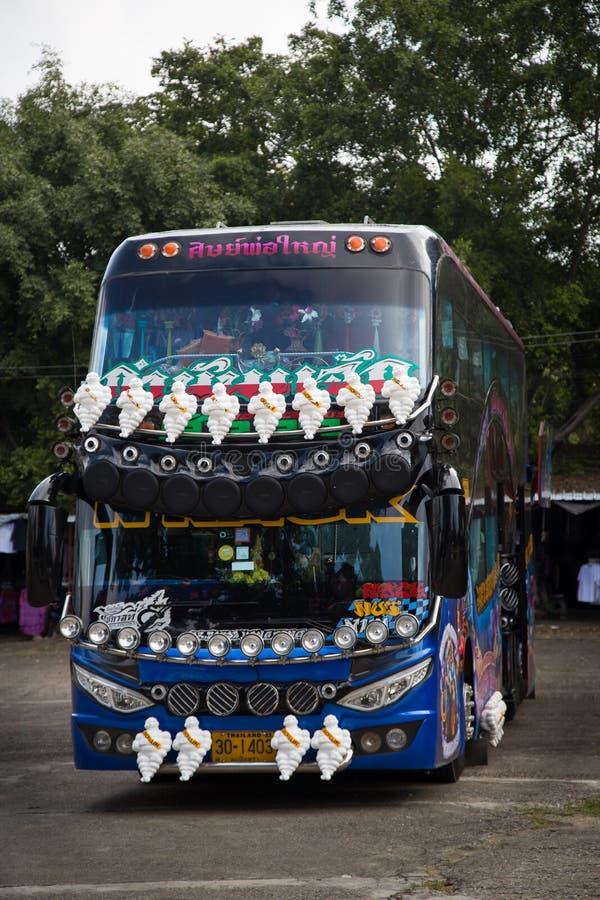Dekorerad lagledarebuss i Thailand royaltyfri bild