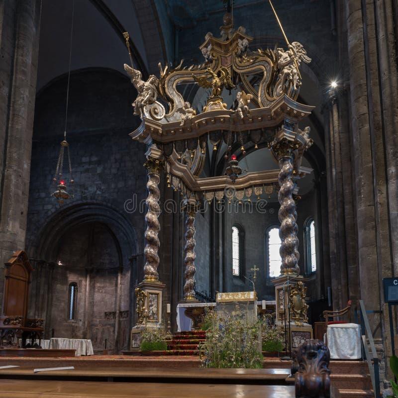 Dekorerad markis inom den Trento domkyrkan fotografering för bildbyråer