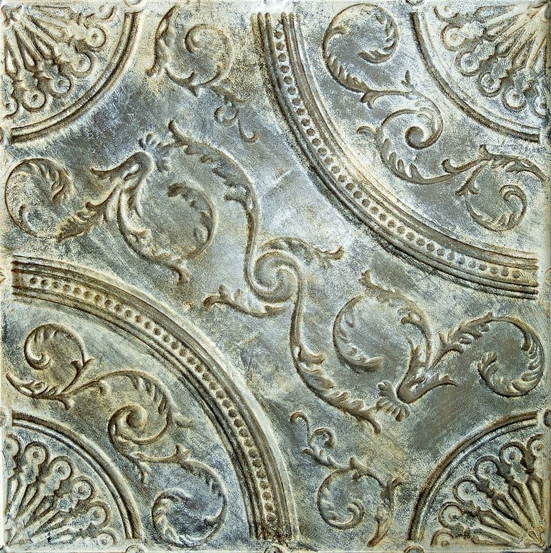 Dekorerad tenn- taktegelplatta för antikvitet infall arkivbilder