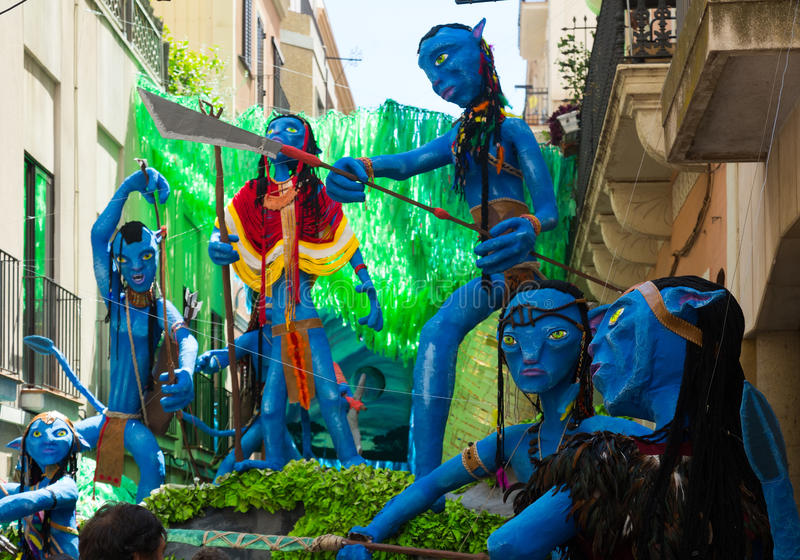 Dekorerade gator av det Gracia området Avatarfilmtema royaltyfri foto